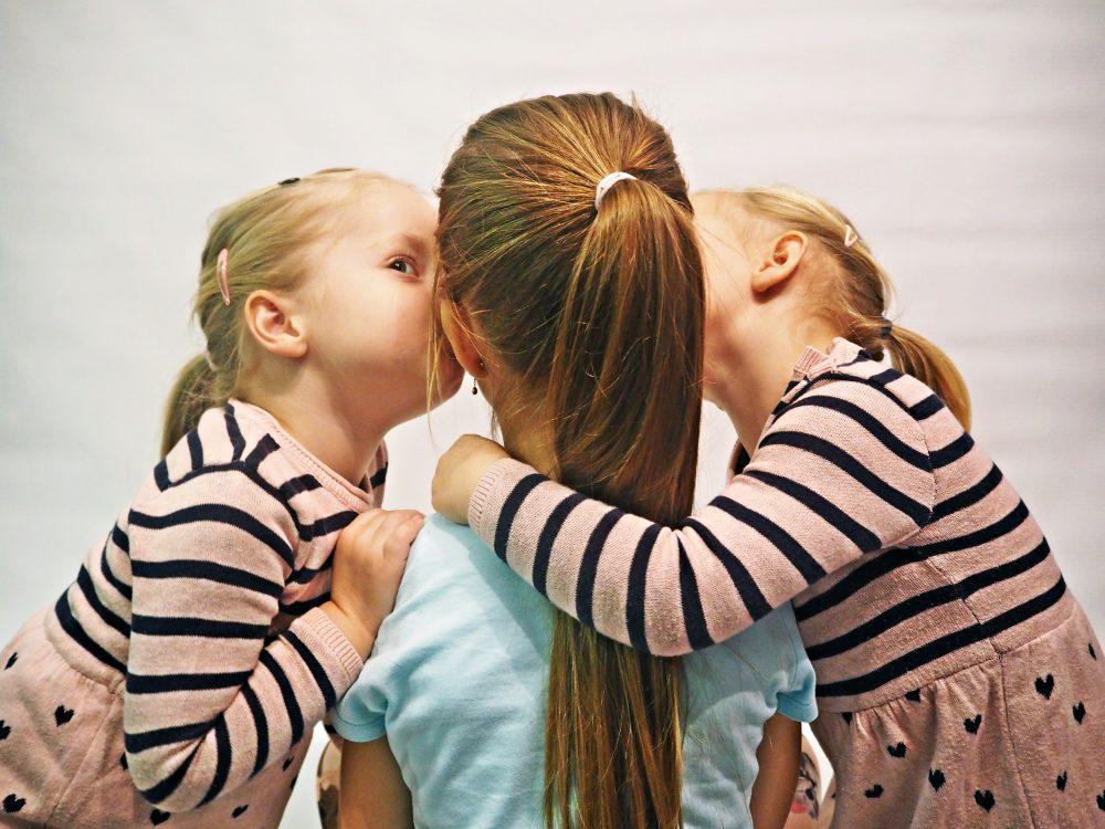 całowanie dzieci w usta